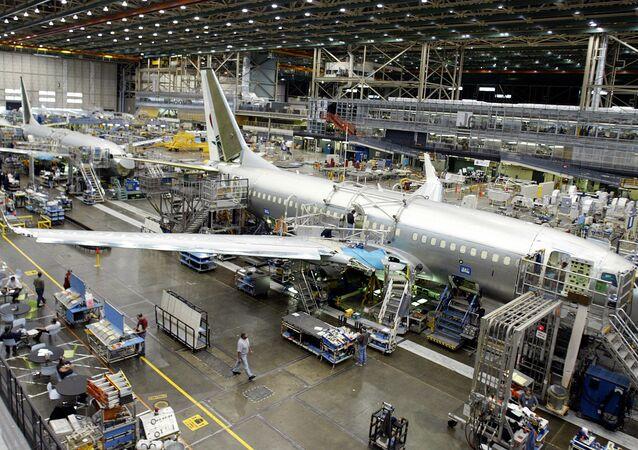 Montaż samolotów Boeing 737 w fabryce korporacji Boeing w USA