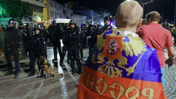 Policja podczas zamieszek w Marsylii - Sputnik Polska