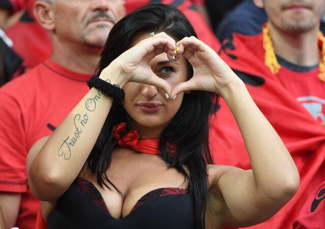 Albańska kibicka podczas meczu Francja - Albania