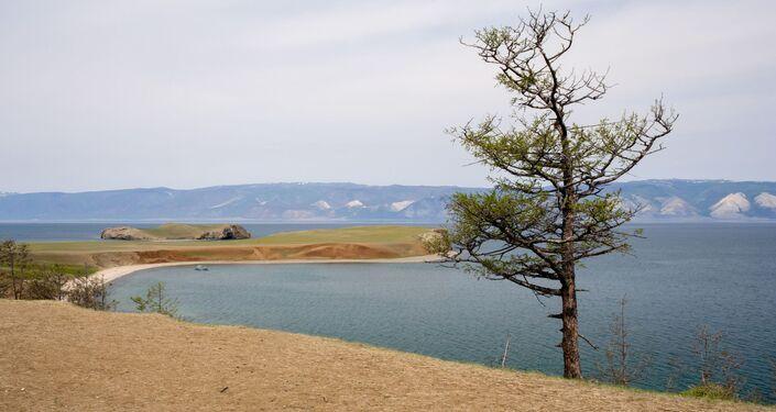 Wyspa Olchon na jeziorze Bajkał i cieśnina Morza Małego