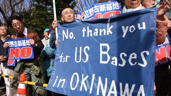 Protesty przeciwko bazom amerykańskim na Okinawie - Sputnik Polska