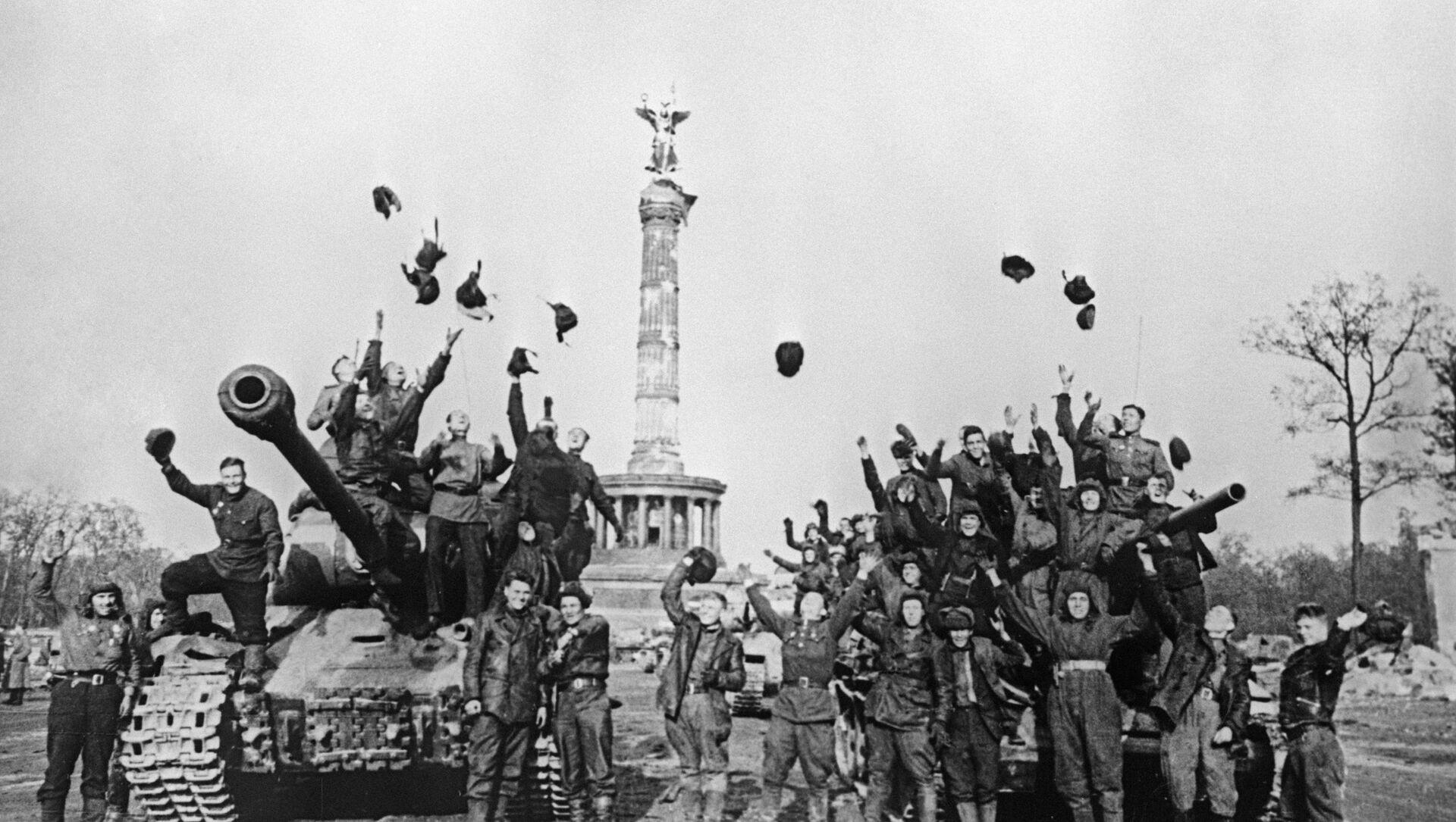 Radzieccy żołnierze w Berlinie  - Sputnik Polska, 1920, 07.05.2021