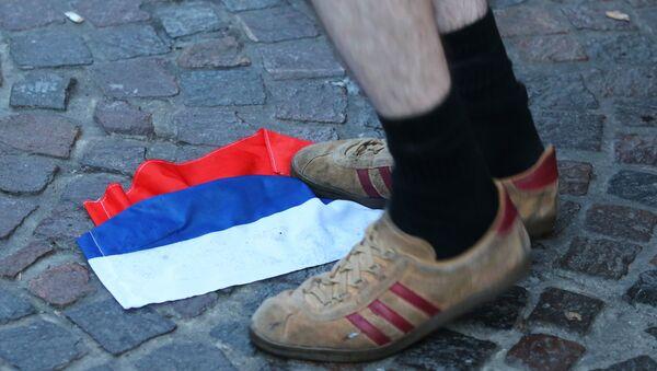 Rosyjska flaga na jednej z ulic we francuskim mieście Lille - Sputnik Polska