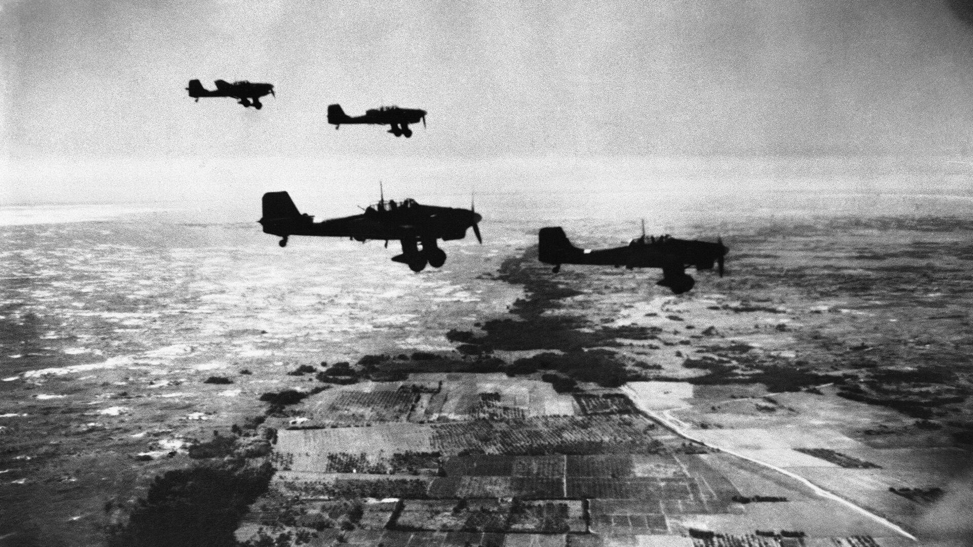 Bombowce Ju-87 sił powietrznych III Rzeszy wykonujące lot nad Krymem podczas II wojny światowej - Sputnik Polska, 1920, 07.07.2021