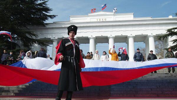 Uczestnicy uroczystości z okazji drugiej rocznicy przyłączenia Krymu do Rosji - Sputnik Polska