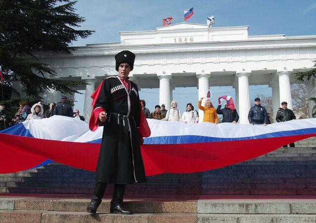 Uczestnicy uroczystości z okazji drugiej rocznicy przyłączenia Krymu do Rosji