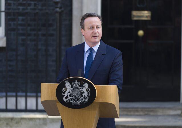 Cameron informuje o zamiarze ustąpienia ze stanowiska w październiku w związku z Brexitem.