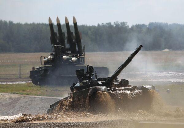 """Czołg T-90 na II Forum Międzynarodowym """"Technologie w budowie maszyn-2012"""" - Sputnik Polska"""