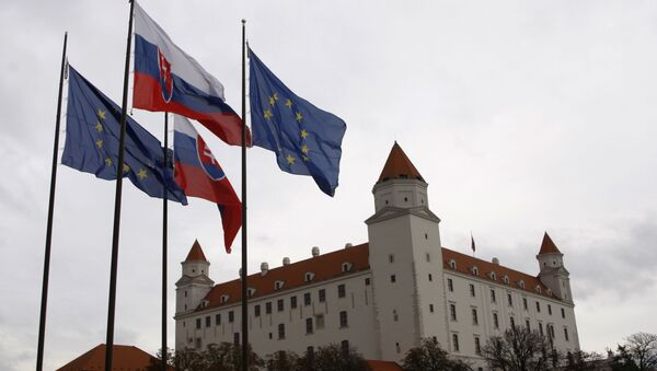 Flagi Słowacji i UE w Bratysławie - Sputnik Polska