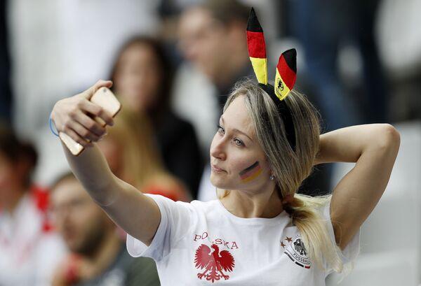 Kibicka na meczu Polska- Niemcy podczas Euro 2016 - Sputnik Polska