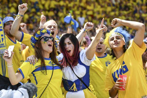 Szwedzkie kibicki na Euro 2016 - Sputnik Polska