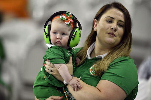 Kibicka reprezentacji Irlandii z dzieckiem na Euro 2016 - Sputnik Polska