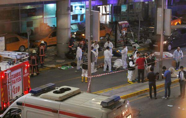 Sytuacja na miejscu eksplozji na lotnisku w Stambule - Sputnik Polska
