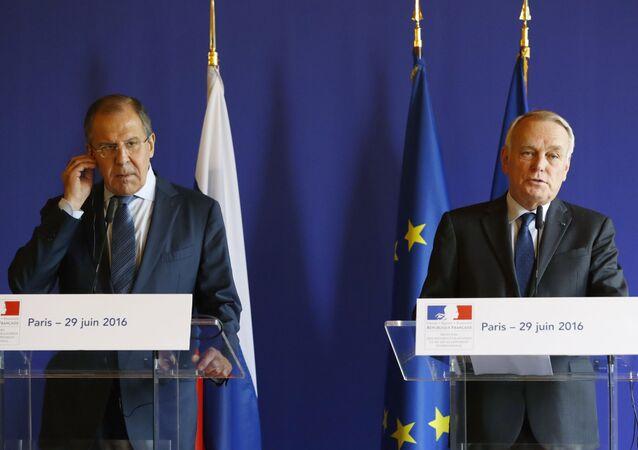 szef MSZ Francji Jean-Marc Ayrault dodając