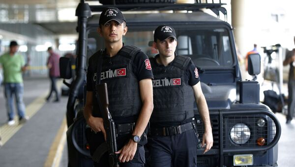 Tureccy policjanci na lotnisku Ataturk w Stambule - Sputnik Polska