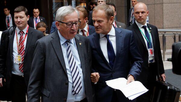 Jean-Claude Juncker i Donald Tusk - Sputnik Polska