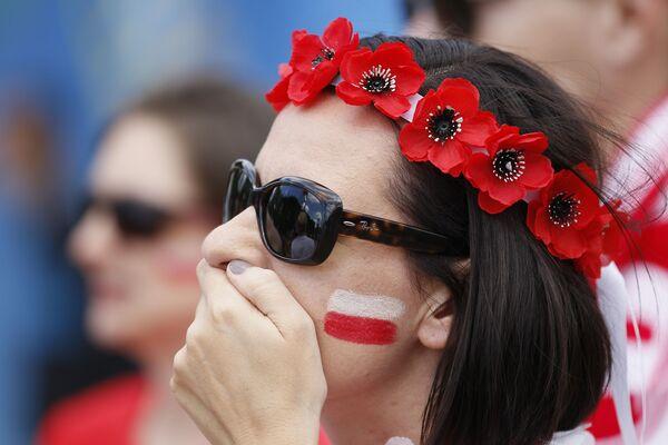 Polska kibicka w Marsylii na meczu pomiędzy reprezentacjami Polski i Szwajcarii podczas Mistrzostw Europy w piłce nożnej. - Sputnik Polska