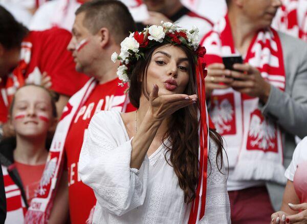Polska kibicka w Marsylii na meczu podczas Mistrzostw Europy w piłce nożnej. - Sputnik Polska