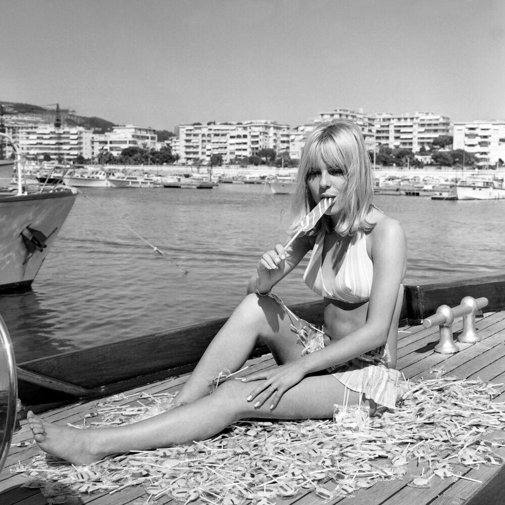 Francuska śpiewaczka France Gall podczas urlopu w Cannes.