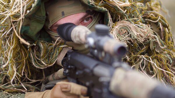 Rosyjski snajper z karabinem - Sputnik Polska