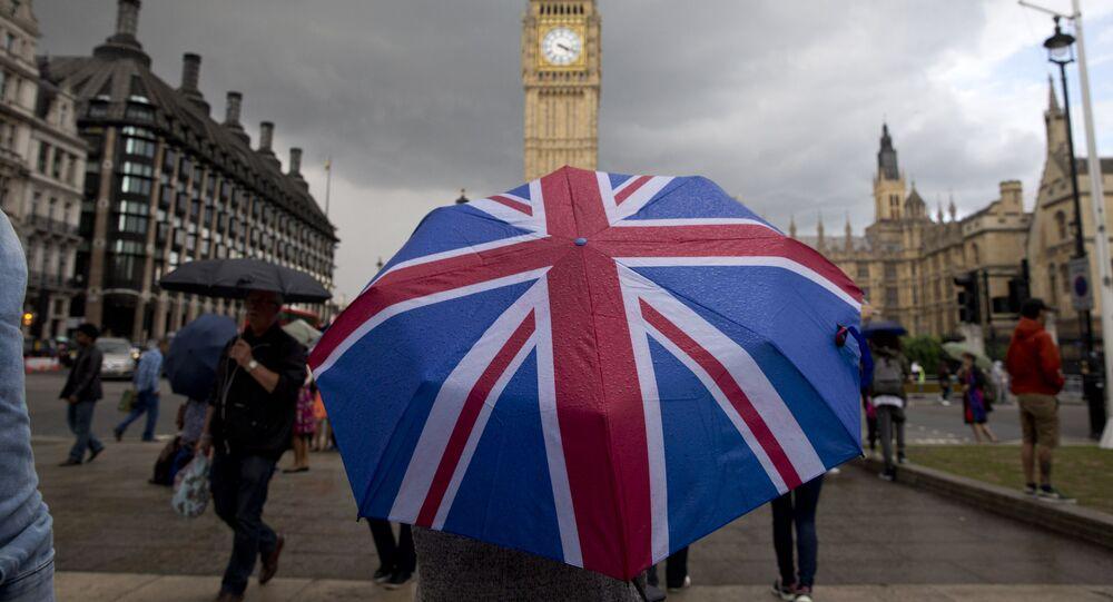 Parasolka w kolorach brytyjskiej flagi