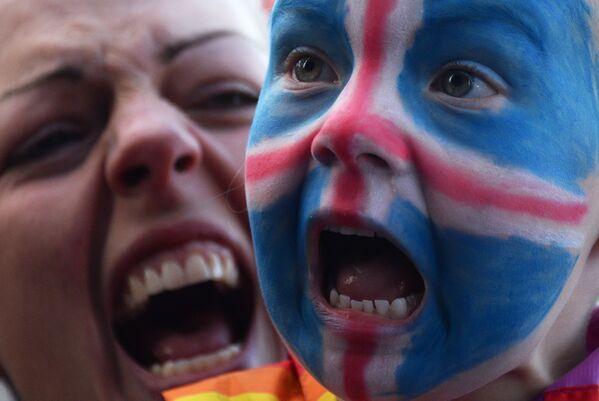 Kibice Islandii witają w Reykjaviku swoją reprezentację - Sputnik Polska