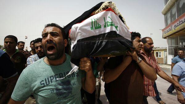 Pogrzeb ofiar zamachu w Bagdadzie - Sputnik Polska