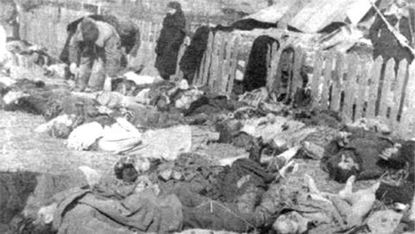 Ofiary Rzezi Wołyńskiej, zdjęcie archiwalne, rok 1943 - Sputnik Polska
