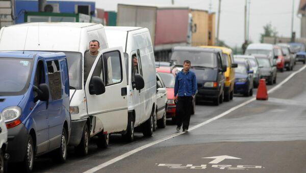 Kolejka samochodów na granicy polsko-ukraińskiej 100 km od Lwowa - Sputnik Polska