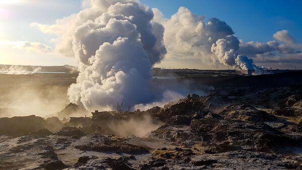 Najcieplejszym miesiącem w Islandii jest sierpień. Na przykład, w Reykjaviku w tym czasie temperatura sięga +15 C. Najzimniej jest w styczniu: —10 C. - Sputnik Polska