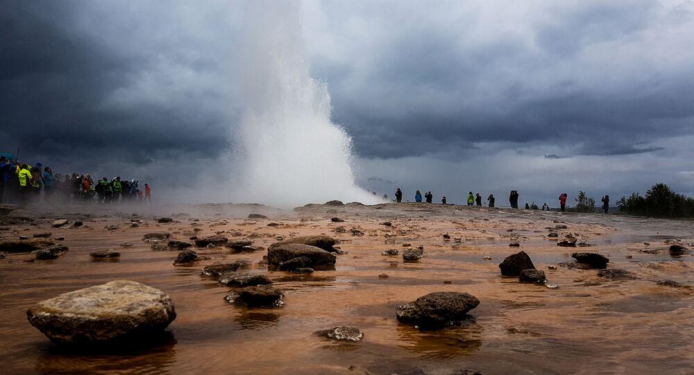 Gejzer Strokkur w Islandii
