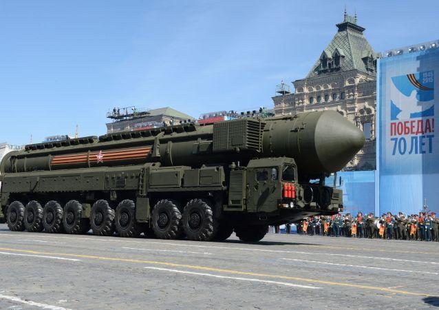 """System rakietowy """"Jars"""" na Placu Czerwonym, Moskwa"""