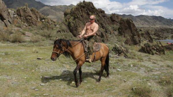 Premier Władimir Putin w chwili wypoczynku  w Republice Tywa 3 sierpnia 2009 - Sputnik Polska