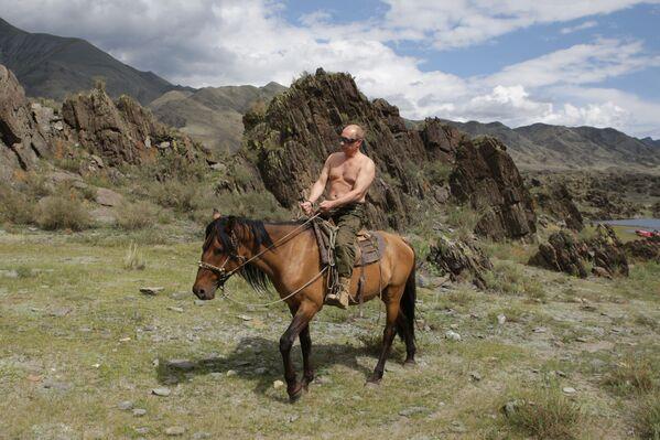 Premier Władimir Putin w chwili wypoczynku  w Republice Tywa - Sputnik Polska