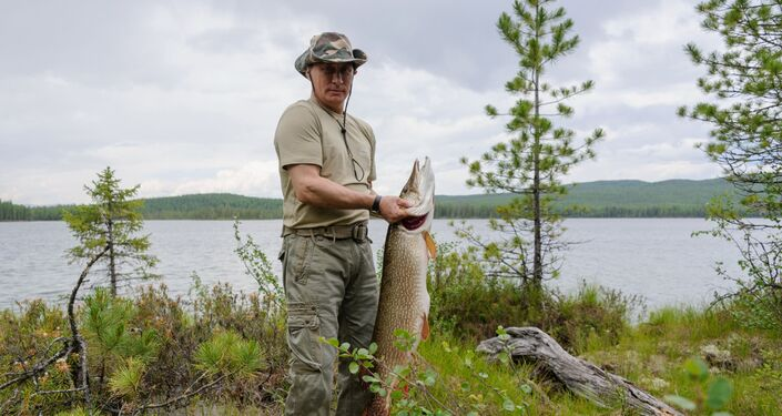 Prezydent Rosji Władimir Putin ze szczupakiem