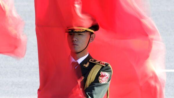 Żołnierz gwardii honorowej w Chinach - Sputnik Polska