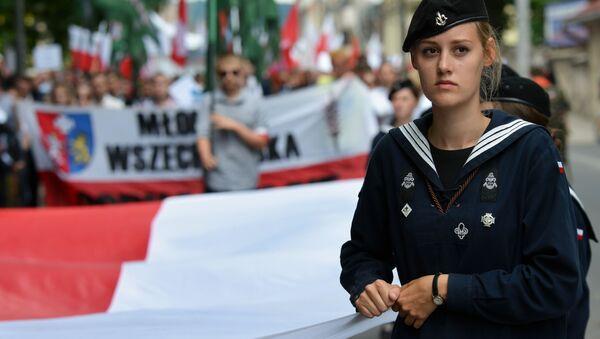 W przeddzień rocznicy Rzezi Wołyńskiej przeciwnicy współczesnych naśladowców Bandery odbyli marsz ulicami Przemyśla. - Sputnik Polska