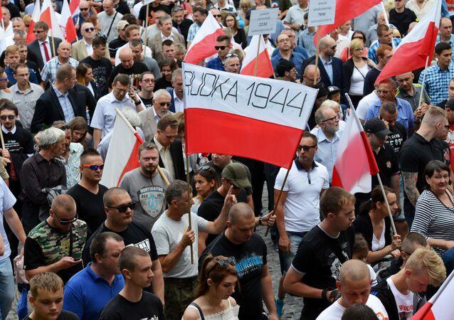 8 lipca 2016 roku polski senat przyjął uchwałę, zgodnie z którą wydarzenia z 1943 roku na Wołyniu uznane zostały za ludobójstwo.