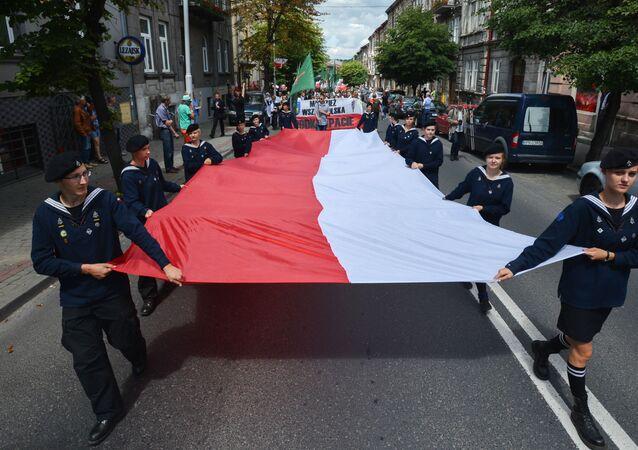 Polski senat w swojej uchwale polecił niższej izbie (sejmowi), by 11 lipca uczynić Narodowym Dniem Pamięci Ofiar Rzezi Wołyńskiej.