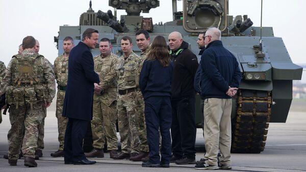Premier Wielkiej Brytanii David Cameron podczas wizyty w bazie Sił Powietrznych w Northolt - Sputnik Polska