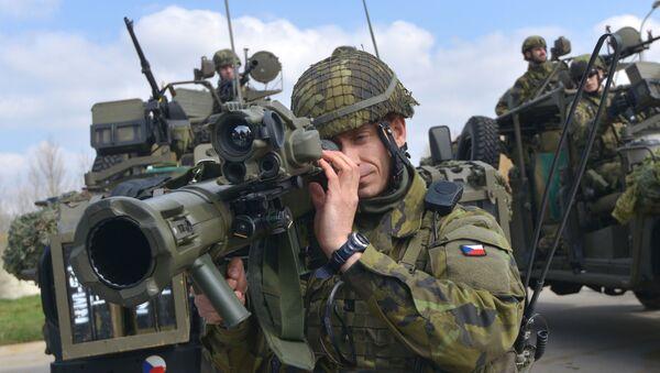 Czescy żołnierze na ćwiczeniach NATO w Pardubice - Sputnik Polska