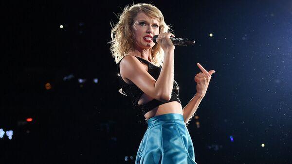 Na pierwszym miejscu znalazła się amerykańska piosenkarka Taylor Swift, która w ubiegłym roku zarobiła 170 mld dolarów – dwa razy więcej niż w poprzedzającym roku. - Sputnik Polska
