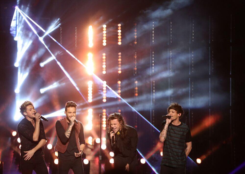 Drugie miejsce należy do amerykańskiego zespołu One Direction, którego dochód wyniósł 110 mln dolarów.