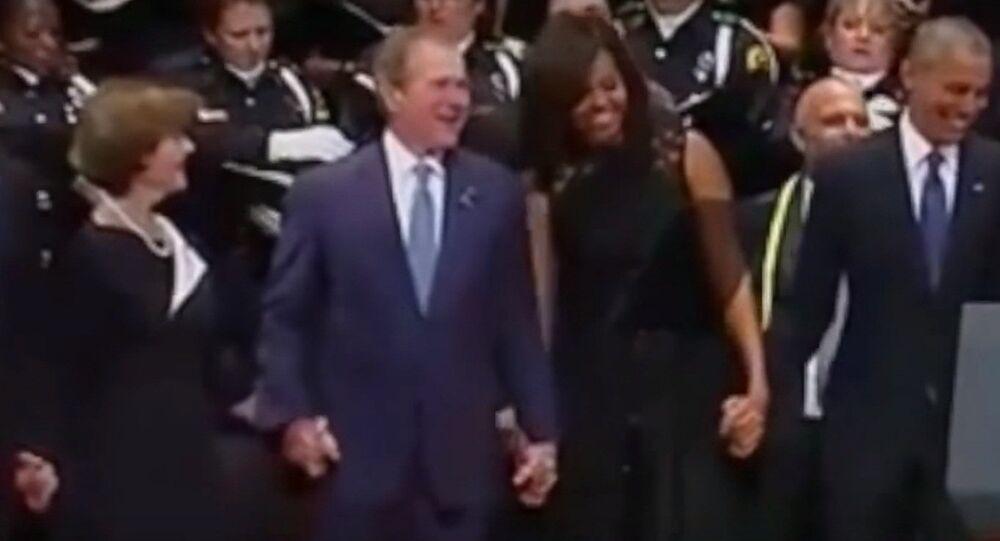 George W. Bush tańczy podczas mszy żałobnej za ofiary strzelaniny w Dallas