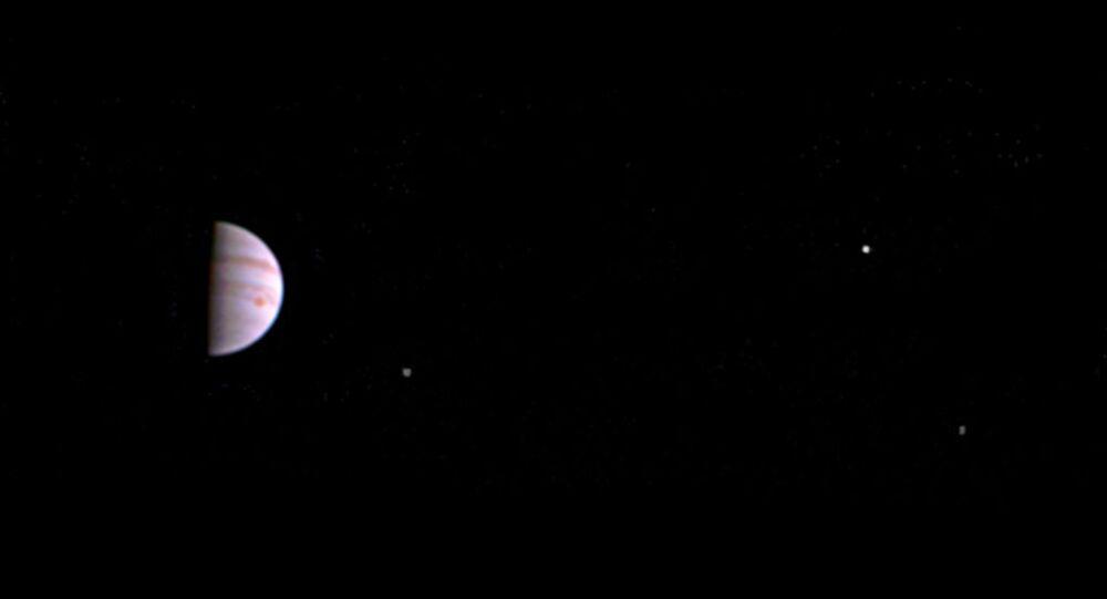 Pierwsze zdjęcie Jowisza z orbity planety