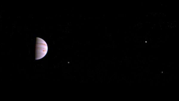 Pierwsze zdjęcie Jowisza z orbity planety - Sputnik Polska