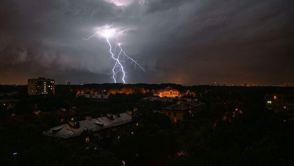 Moskwa podczas burzy - Sputnik Polska