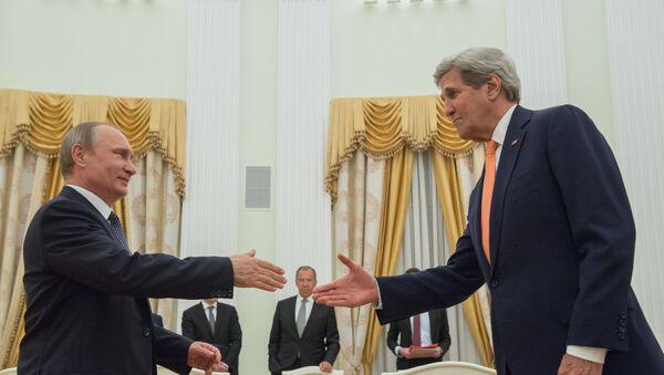 Kerry na spotkaniu z Putinem. - Sputnik Polska