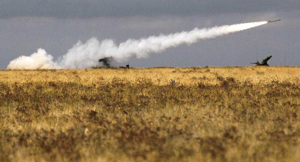 """Przeciwlotniczy zestaw rakietowy """"Strieła-10""""."""