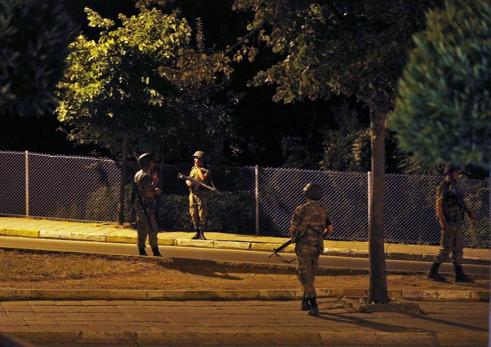 Tureccy żołnierze w azjatyckiej części Stambułu